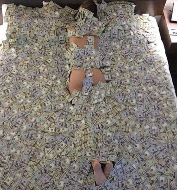 Фото прикол  про гроші, жінок та роздягнених людей