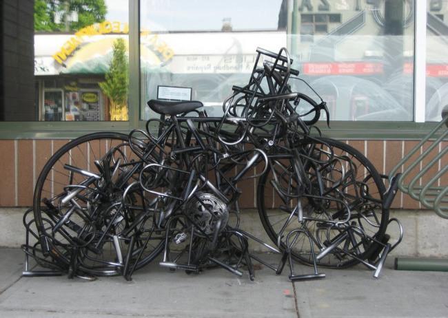 Фото прикол  про велосипед та замки
