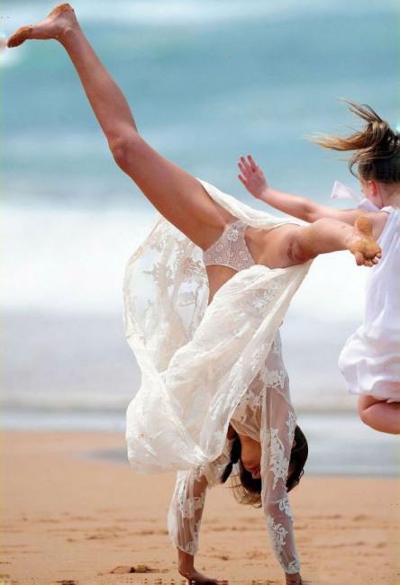 Фото прикол  про наречену, труси вульгарний