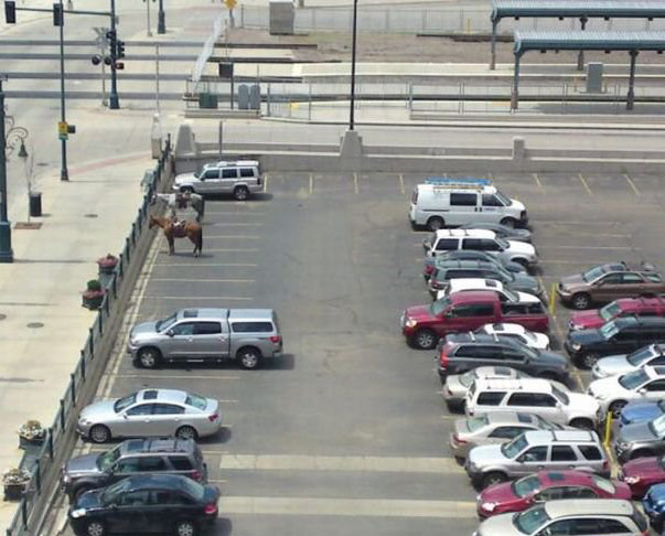 Фото прикол  про коней та парковку