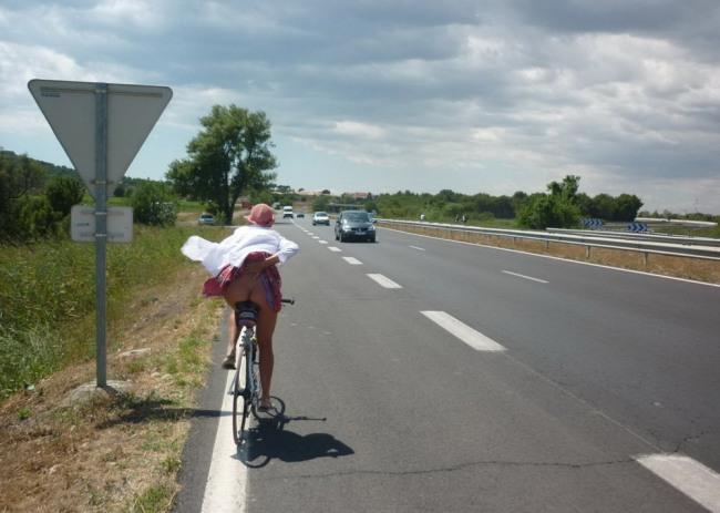 Фото прикол  про велосипедистів, сідниці вульгарний