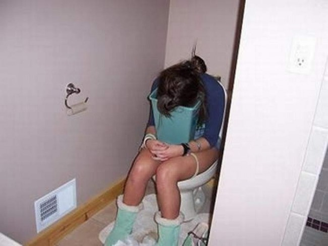 Фото прикол  про нудоту, дівчат та туалет