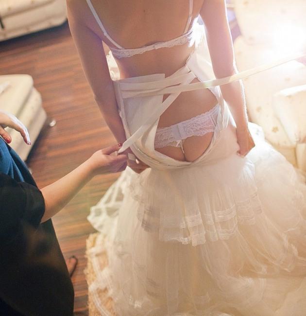 Фото прикол  про наречену, сідниці вульгарний