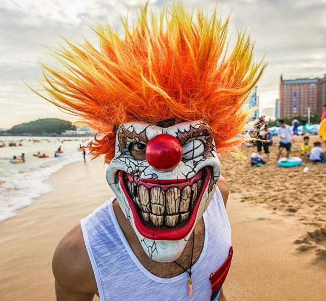 Фото прикол  про маску та клоунів