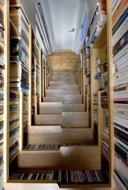 Фото прикол  про сходи та бібліотеку