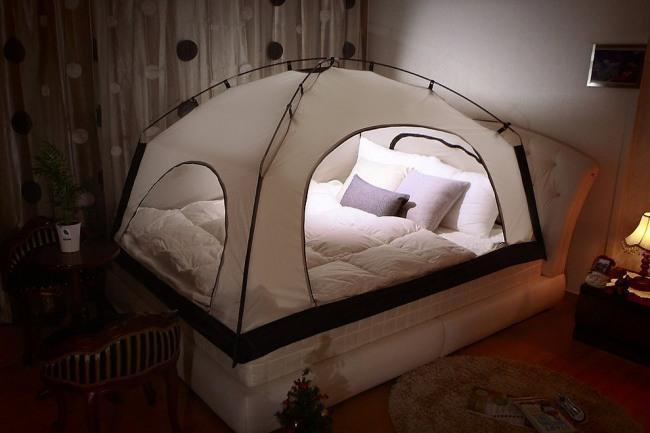 Фото прикол  про ліжко та туристів