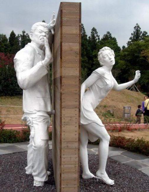 Фото прикол  про пам'ятник, секс вульгарний
