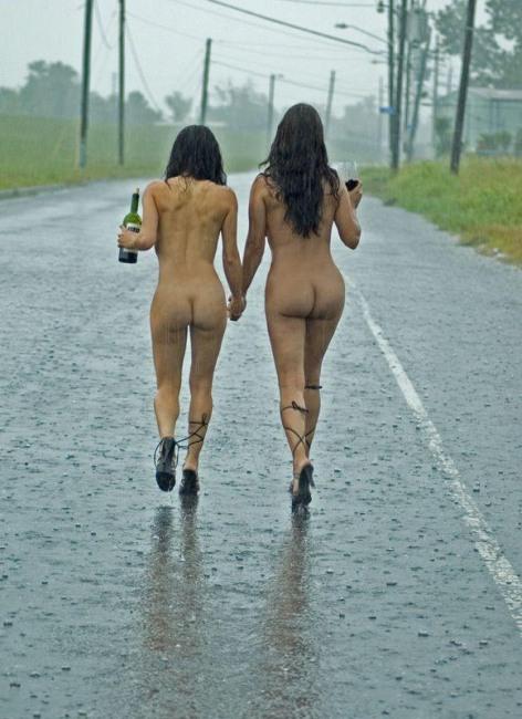 Фото прикол  про дощ, роздягнених людей, дівчат, п'яних вульгарний