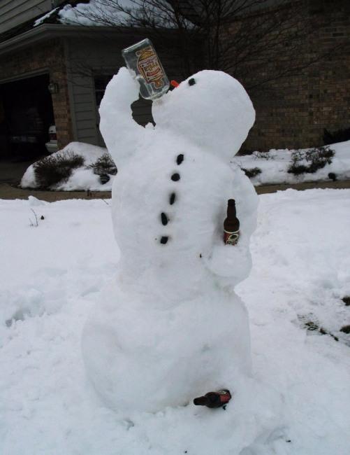 Фото прикол  про сніговика та алкоглоль