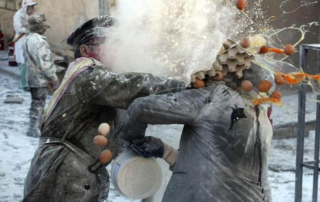 Фото прикол  про яйця та бійку
