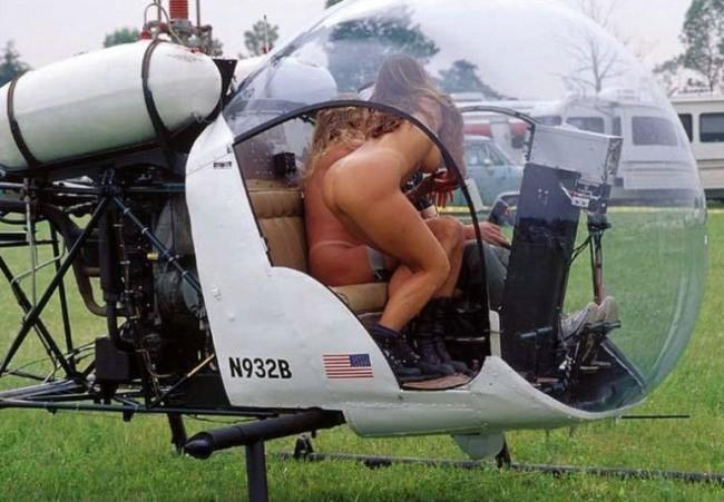 Фото прикол  про сідниці, гелікоптери вульгарний