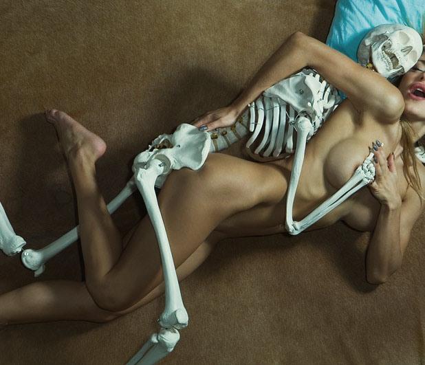 Фото прикол  про скелет, секс, оргазм вульгарний