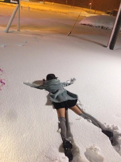Фото прикол  про дівчат та сніг