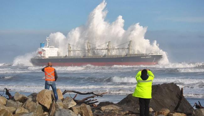 Фото прикол  про кораблі та хвилю