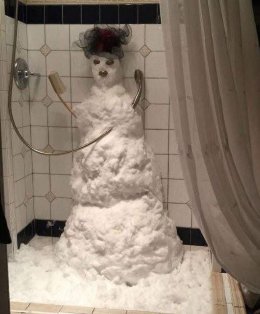 Фото прикол  про сніговика та душ