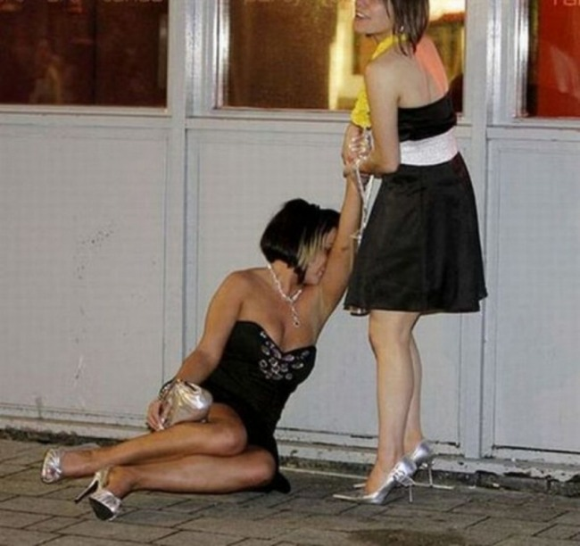Фото прикол  про подруг та п'яних
