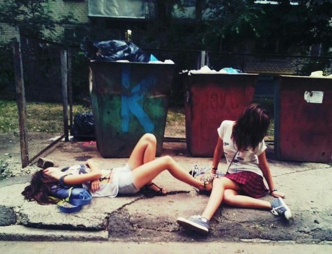 Фото прикол  про сміття, дівчат та п'яних