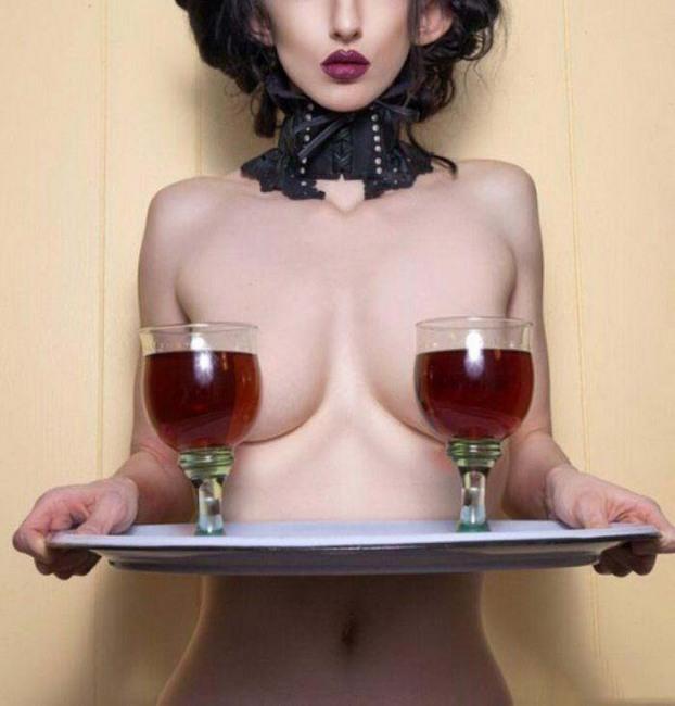 Фото прикол  про жіночі груди, вино та еротику