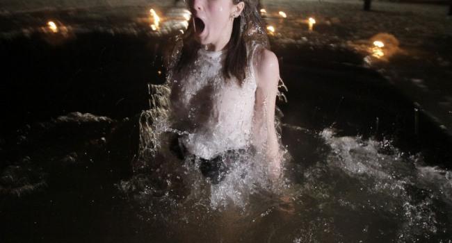 Фото прикол  про купання та дівчат