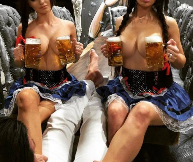 Фото прикол  про жіночі груди, пиво вульгарний
