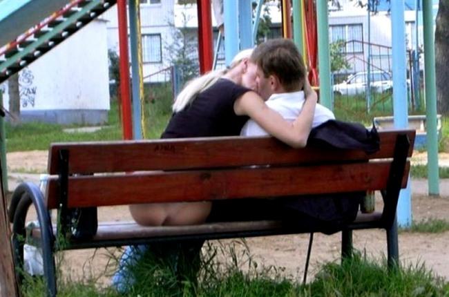 Фото прикол  про поцілунки та дупу