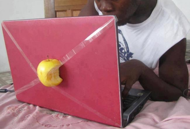 Фото прикол  про яблука та комп'ютери