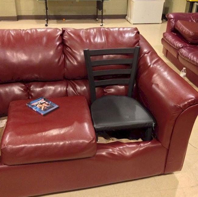 Фото прикол  про диван та стільці