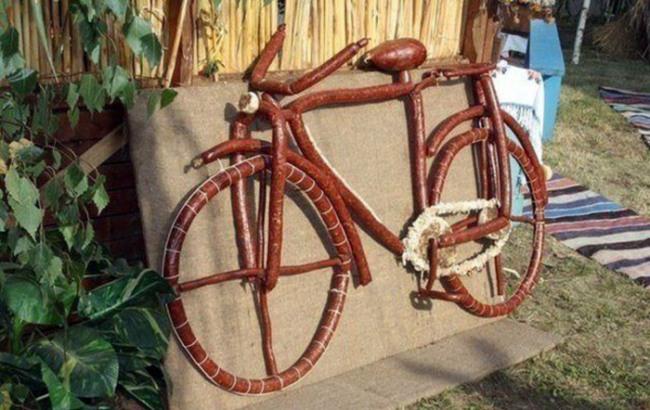Фото прикол  про велосипед та ковбасу