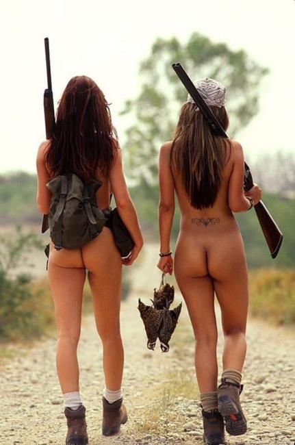 Фото прикол  про мисливців, роздягнених людей, сідниці вульгарний