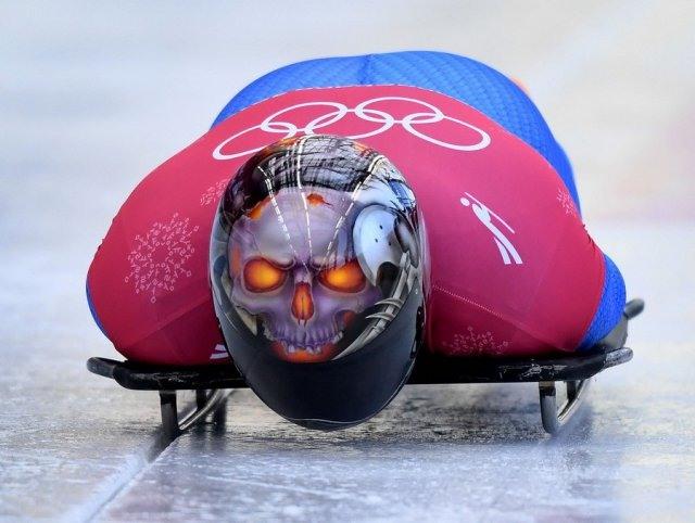 Фото прикол  про спортсменів та череп
