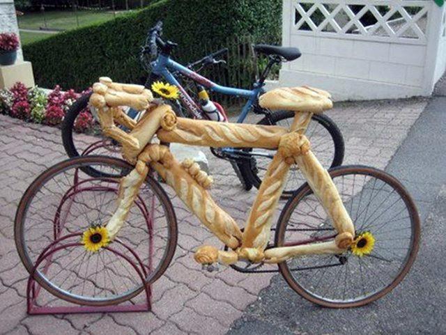 Фото прикол  про велосипед та хліб