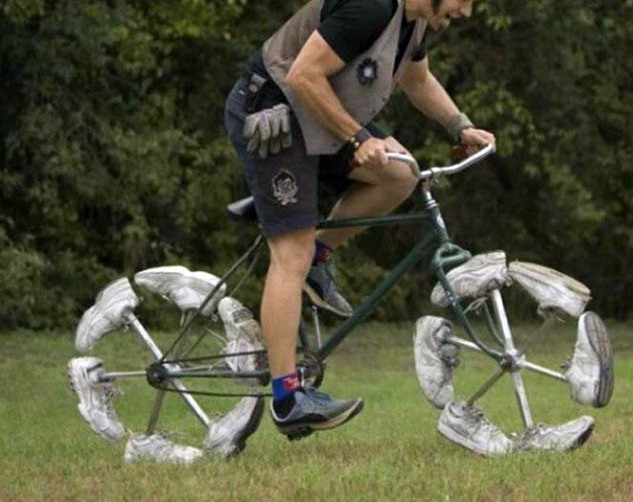 Фото прикол  про велосипед та взуття
