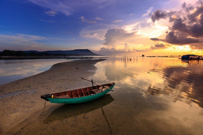 Фото прикол  про човен та озеро