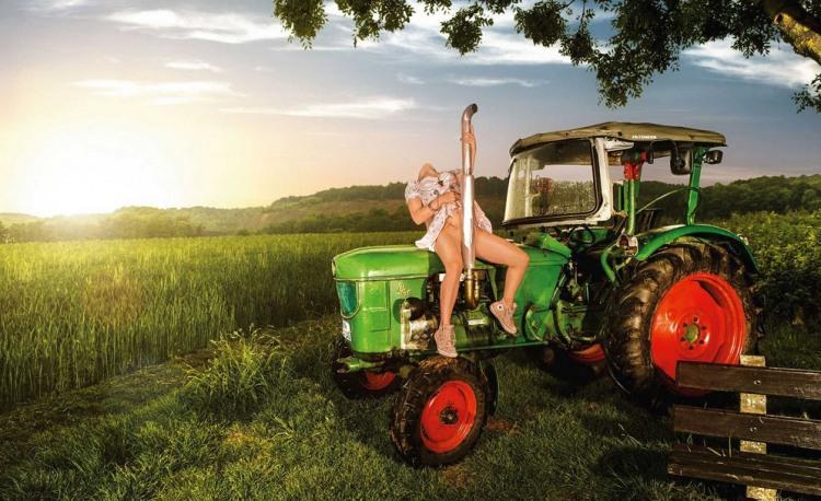 Фото прикол  про трактор, еротику вульгарний