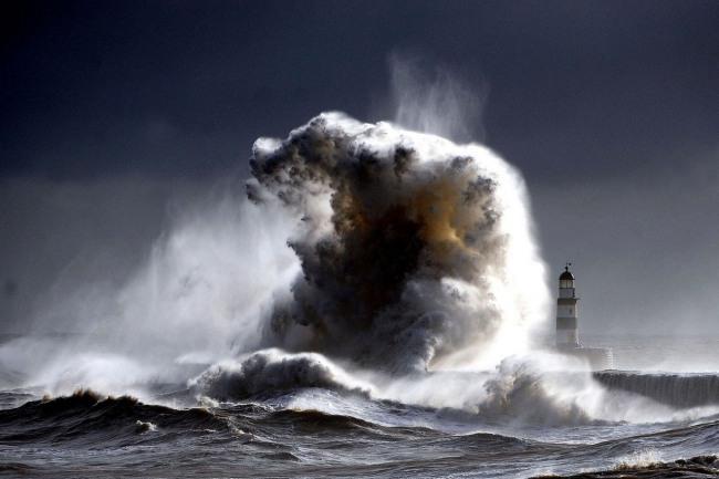 Фото прикол  про хвилю та маяк