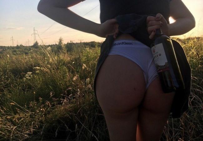 Фото прикол  про сідниці, вино та село