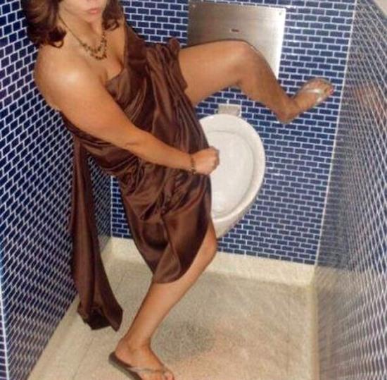 Фото прикол  про пісуар, сечовипускання вульгарний