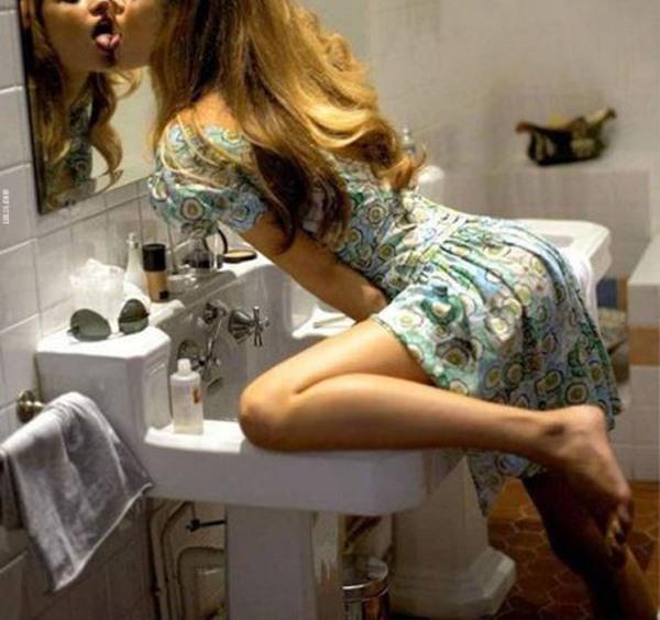 Фото прикол  про самозакоханість та дівчат