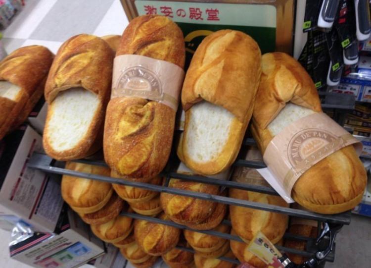 Фото прикол  про хліб та тапки
