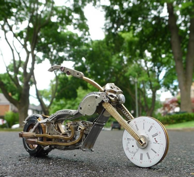Фото прикол  про годинник, мотоцикл та трансформерів