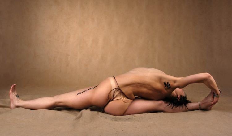 Фото прикол  про йогу, шпагат, еротику вульгарний