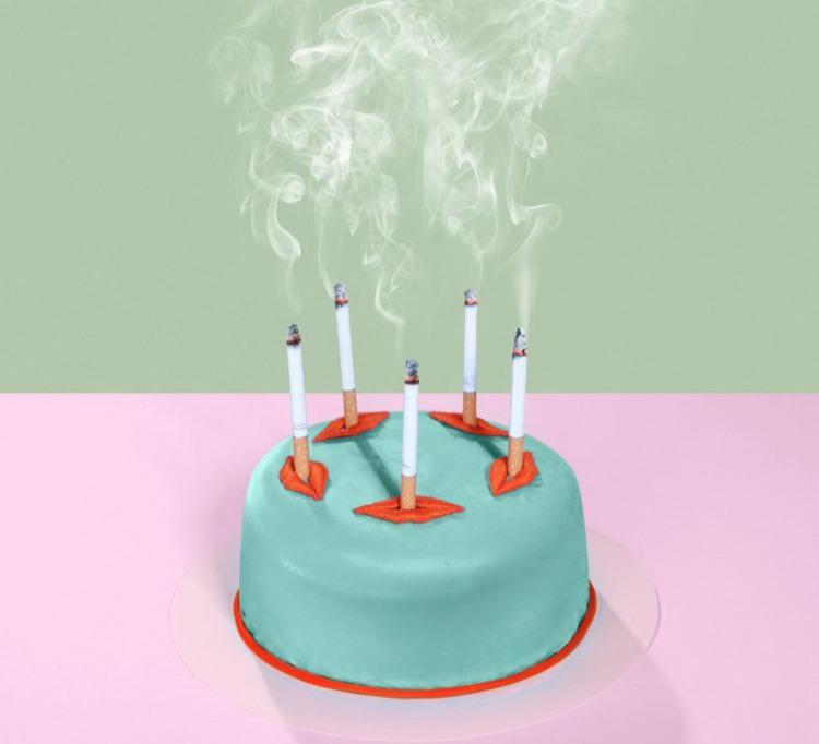 Фото прикол  про торт, свічки та сигарети