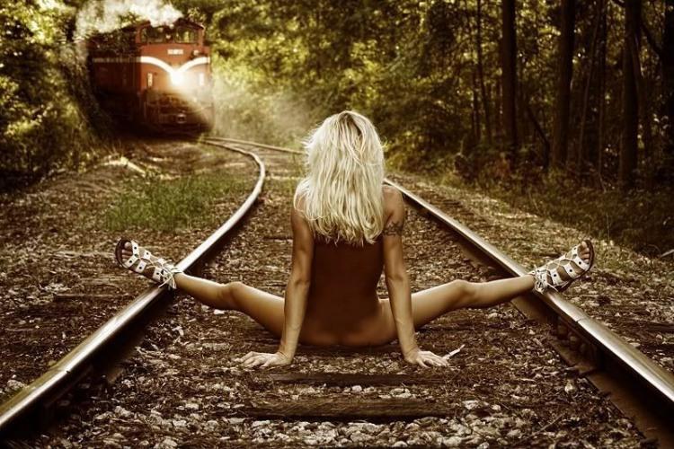 Фото прикол  про білявок, роздягнених людей, потяги вульгарний
