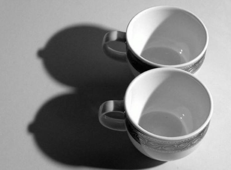 Фото прикол  про чашку, тінь гра уяви