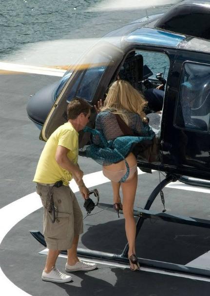Фото прикол  про гелікоптери, сідниці, засвітила вульгарний