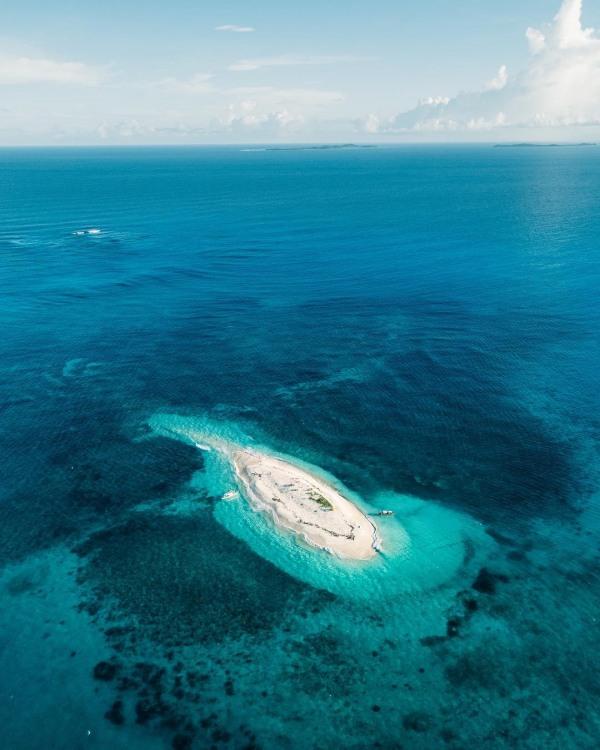 Фото прикол  про безлюдний острів