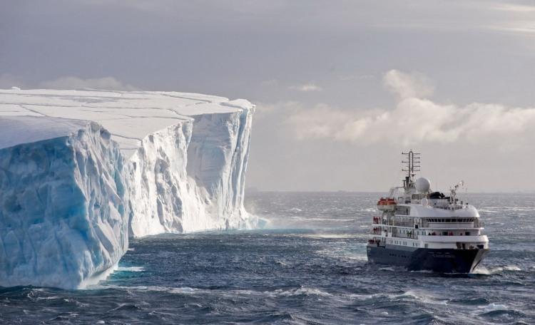 Фото прикол  про айсберг та кораблі