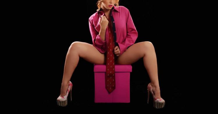 Фото прикол  про дівчат, краватку та еротику
