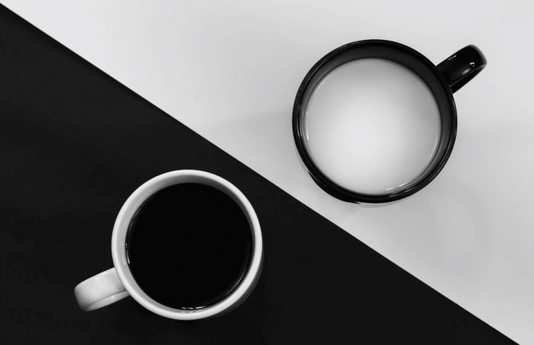Фото прикол  про чашку та чорне, біле