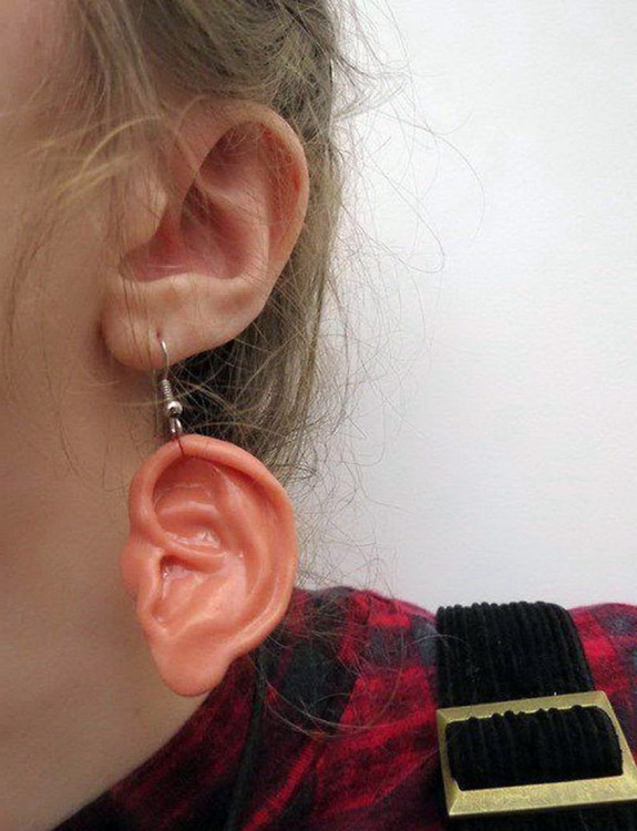 Фото прикол  про вуха та сережки